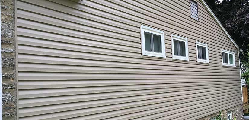 Saving On Repairing Vinyl Siding Through Preventative Maintenance